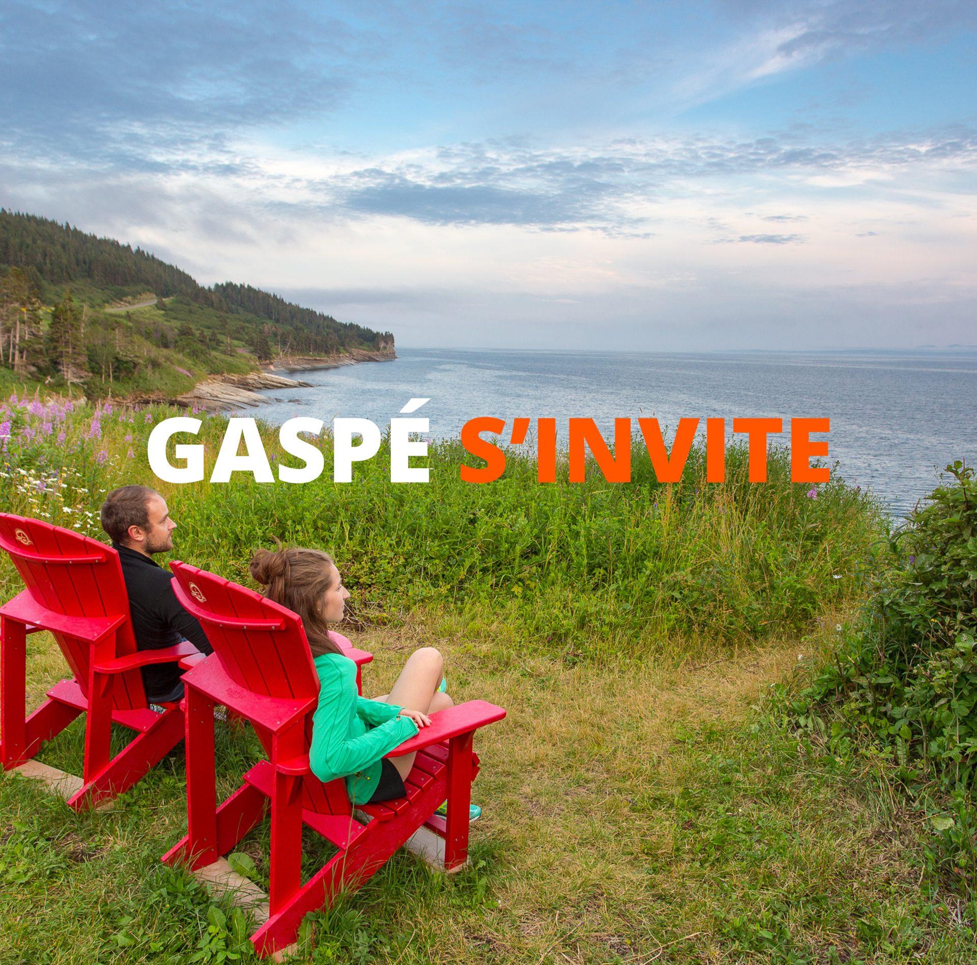 Gaspé s'invite : Les chaises rouges de Forillon… à la maison!